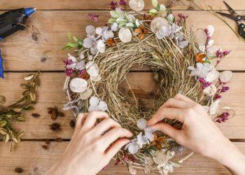 Come fare a realizzare una Ghirlanda o corona di fiori secchi moderna?