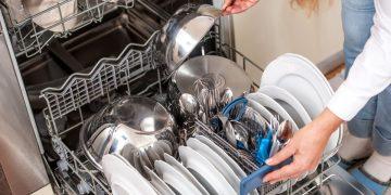 come caricare una lavastoviglie