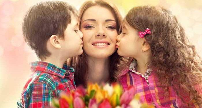 mamma bacia bambini