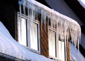 come-rimuovere-ghiaccio-tetto