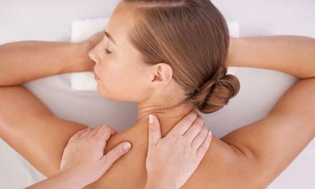 massaggi collo ragazza