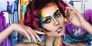 ragazza colorata con body painting