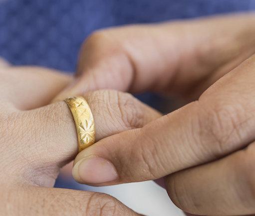togliere anello dito gonfio