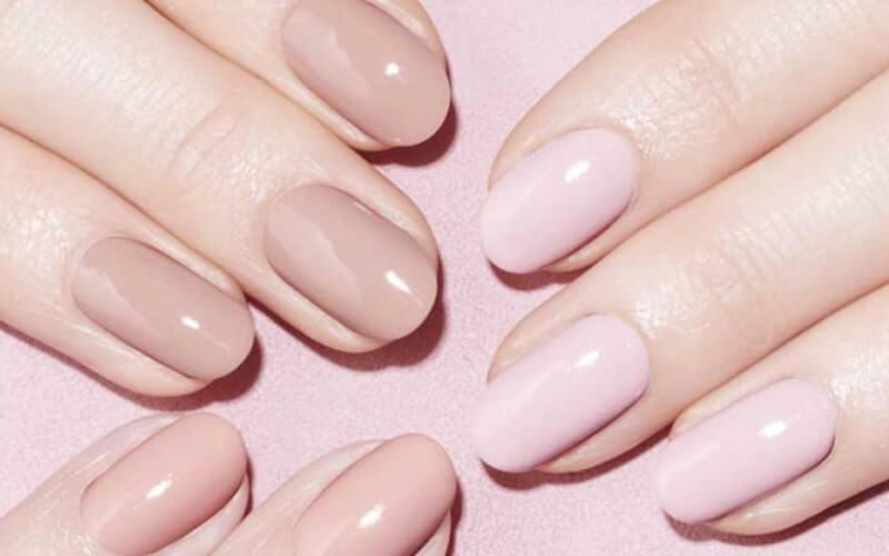 Nail art rosa e crema