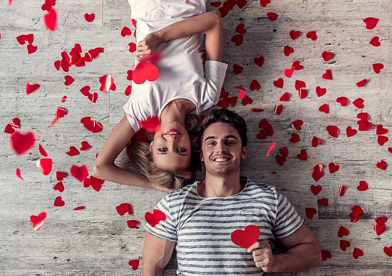 Lui e lei innamorati
