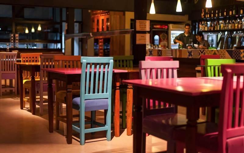Tavoli colorati di ristorante