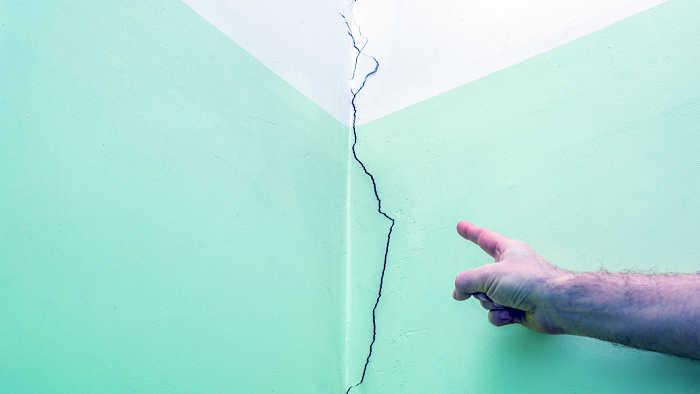 crepa lungo la parete