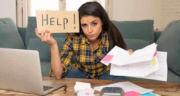 donna alle prese con difficoltà smartworking