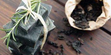 scaglie sapone nero