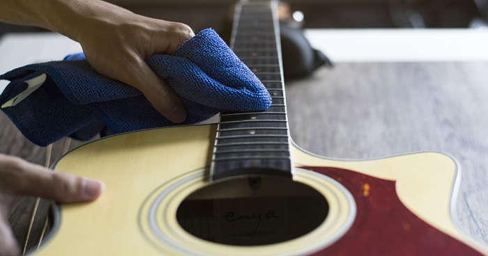 chitarra pulizia
